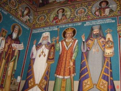 Adevăraţii înâi-stătători ai Bisericii şi ai schitului, Pf. Teoctist- Patriarhul Bisericii Ortodoxe Române, Ips. Daniel Mitropolitul Moldovei şi Bucovinei, de-a dreapta şi de-a stânga Sfântului Ştefan celMare