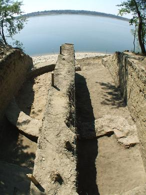 Ruinele bisericii paleocrestine din staul Izvoarele, com Gruia, jud Mehedinti ce dateaza din secolul IV
