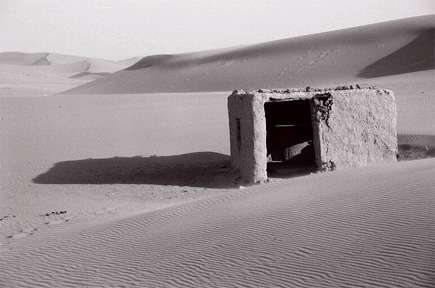 coliba pastorilor singuratici din desert