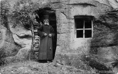 calugar-manastirea-turnu-valcea-1930