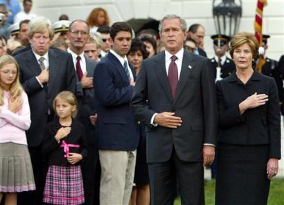 salutul lui bush la memorialul pentru 11 septembire