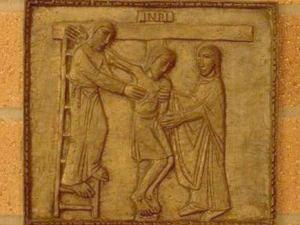 Iisus este coborat de pe Cruce. Via dolorosa
