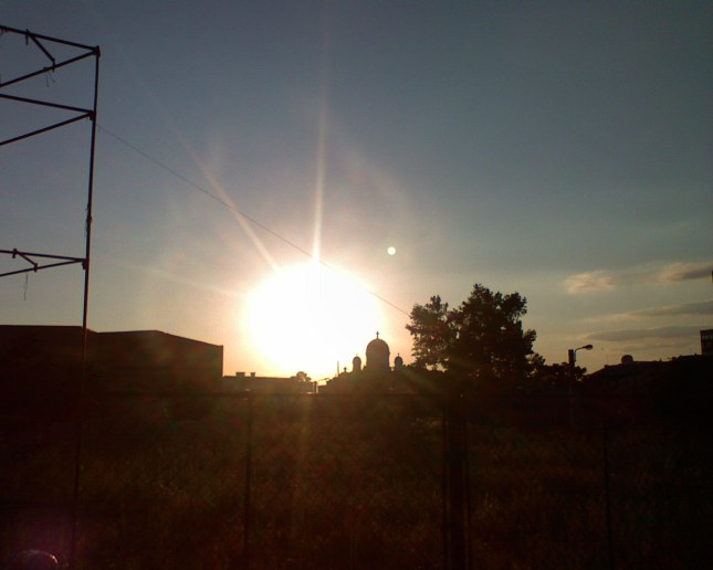 Catedrala Maica Domnului (Madona) Dudu in lumina soarelui