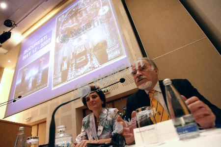 Acad. Dan Berindei participand la colocviul organizat cu ocazia aniversarii a 85 de ani de la fondarea Masoneriei Feminine din Romania, sustinut de Marea Loja Feminina a Romaniei la hotelul Novotel din Bucuresti, sambata, 12 mai 2007