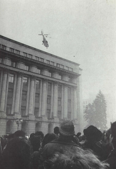 ceausescu_helicopter_leaving