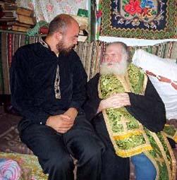 PS Cozma Lostun şi Florian Bichir, secretarul bisericii fondate de el.