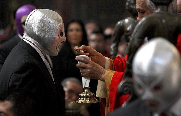 wrestler-communion_1290991i