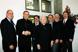 Celebrarea a 40-a aniversare a Nostra Aetate. De la stanga> Rabinul Gary Greenebaum, Cardinalul Roger Mahony, Rabinul Mark Diamond, William Cardinal Keeler, Rabinul Michael Signer, Reverendul Alexei Smith si Rabinul John Borak